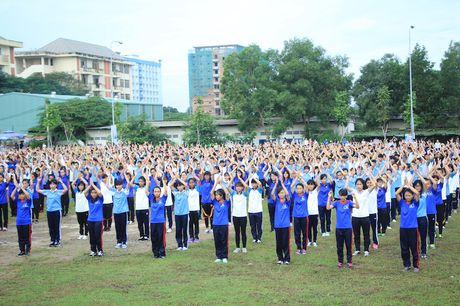 3.000 sinh vien dong dien nghe thuat - Anh 3