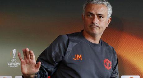 Mourinho muon dua hoc tro cu o Real Madrid ve Old Trafford - Anh 1
