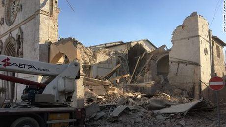 Mien trung Italia tan hoang sau dong dat 6,6 do Richter - Anh 2