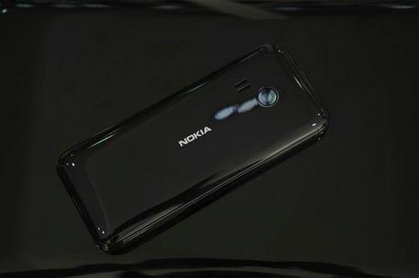 Tren tay Nokia 222 mau den bong gia 950 nghin - Anh 1