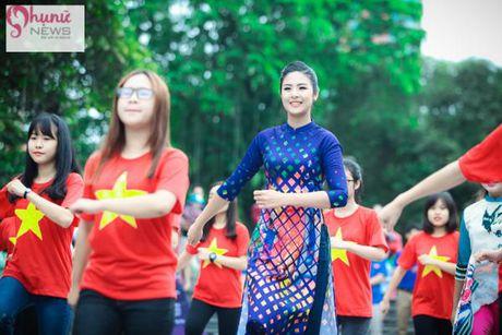 Do sac loat nguoi dep Hoa hau, A hau Viet Nam khi cung dien ta ao dai - Anh 1