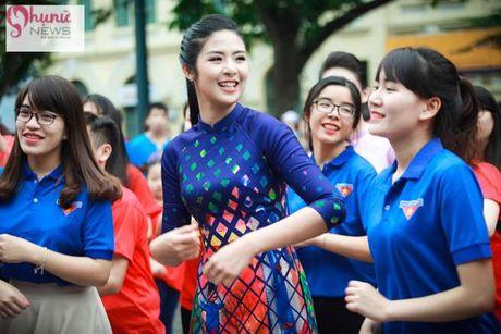 Do sac loat nguoi dep Hoa hau, A hau Viet Nam khi cung dien ta ao dai - Anh 2