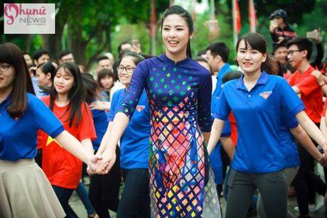 Do sac loat nguoi dep Hoa hau, A hau Viet Nam khi cung dien ta ao dai - Anh 4