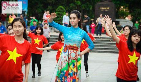 Do sac loat nguoi dep Hoa hau, A hau Viet Nam khi cung dien ta ao dai - Anh 6