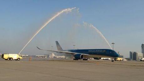 Vietnam Airlines dua sieu may bay A350 vao khai thac tren tuyen bay HCM - Osaka - Anh 1