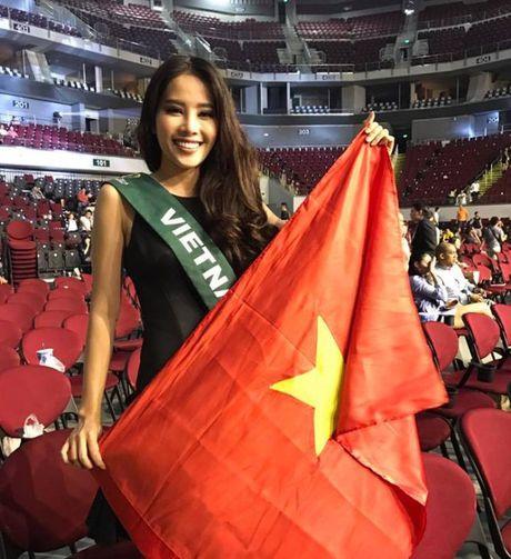 Fan chen lan, ngat xiu vi Noo Phuoc Thinh; Nam Em truot top 4 Miss Earth vi loi phien dich - Anh 2