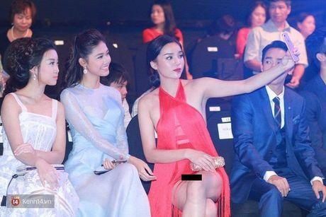 Fan chen lan, ngat xiu vi Noo Phuoc Thinh; Nam Em truot top 4 Miss Earth vi loi phien dich - Anh 5