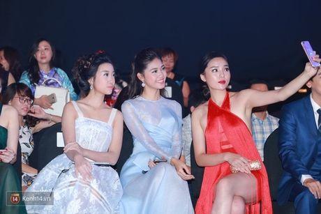 Fan chen lan, ngat xiu vi Noo Phuoc Thinh; Nam Em truot top 4 Miss Earth vi loi phien dich - Anh 6