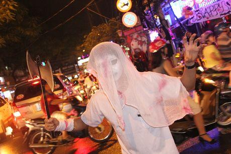 'Thay ma' xinh dep nao dong pho Tay, nguoi Sai Gon giat minh trong Halloween - Anh 7