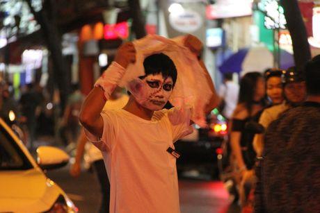 'Thay ma' xinh dep nao dong pho Tay, nguoi Sai Gon giat minh trong Halloween - Anh 8