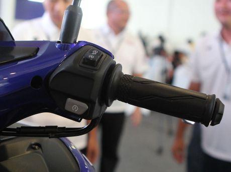 Chi tiet Yamaha NVX - xe tay ga thay the Nouvo - Anh 7