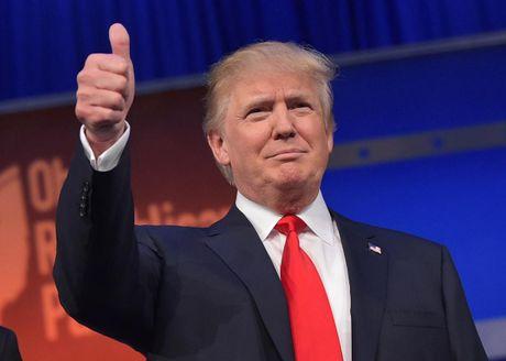 Trump thu hep khoang cach voi Clinton, chi thua 2 diem - Anh 1