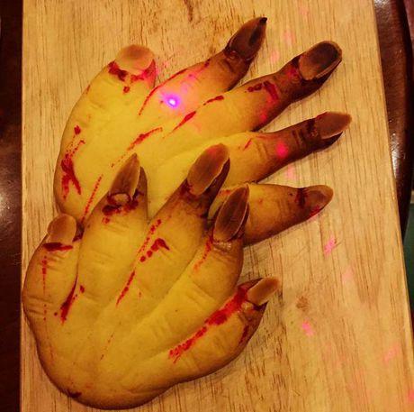 Do an tao hinh kinh di dip Halloween o TP.HCM - Anh 8