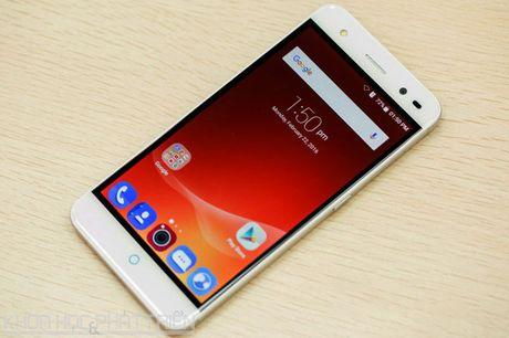 Tren tay smartphone selfie vua len ke voi gia 3,69 trieu dong - Anh 22