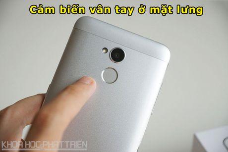 Tren tay smartphone selfie vua len ke voi gia 3,69 trieu dong - Anh 7