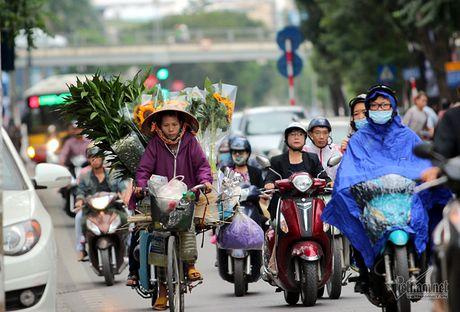 Chom lanh, nguoi Ha Noi da khoac ao am ra pho - Anh 4