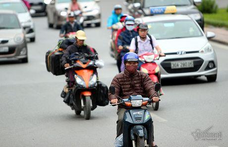 Chom lanh, nguoi Ha Noi da khoac ao am ra pho - Anh 7