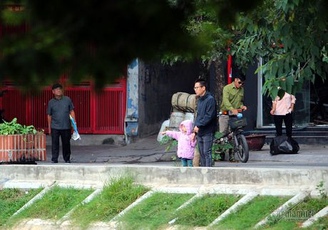 Chom lanh, nguoi Ha Noi da khoac ao am ra pho - Anh 8