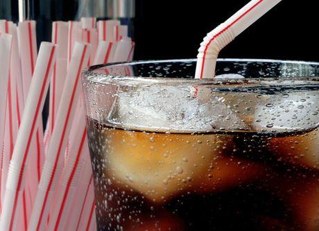 Coca - Pepsi: Dim nhau trong chai nuoc ngot khong duong - Anh 1