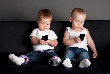 Smartphone hai tre nhu the nao? - Anh 1