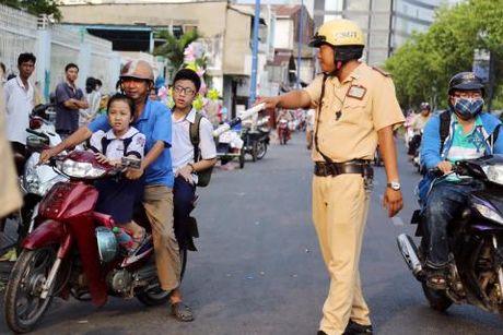 Cong an duoc phep ban vao phuong tien giao thong - Anh 2