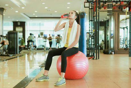 Ngam chan dai Ngoc Chau goi cam tap gym - Anh 16