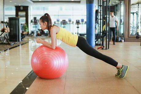 Ngam chan dai Ngoc Chau goi cam tap gym - Anh 5
