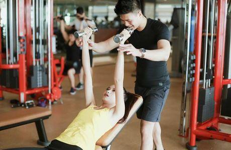 Ngam chan dai Ngoc Chau goi cam tap gym - Anh 8