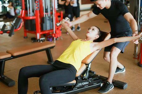 Ngam chan dai Ngoc Chau goi cam tap gym - Anh 9