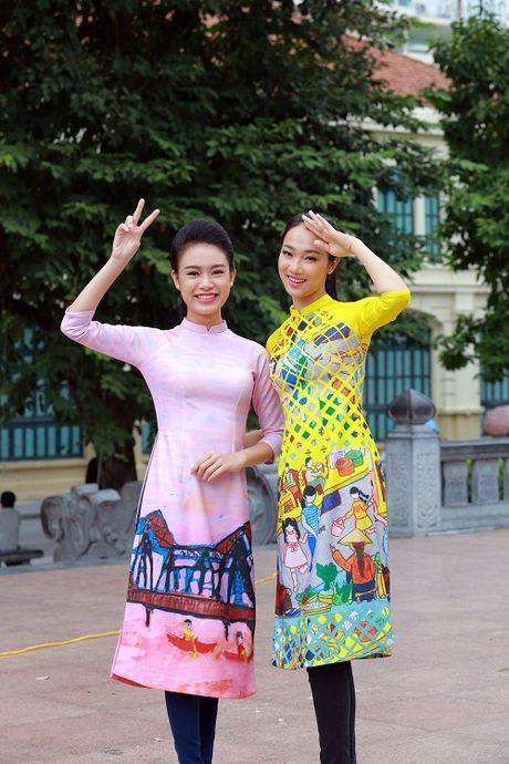 HH Ngoc Han, My Linh ra pho nhay flashmob cuc sung - Anh 12