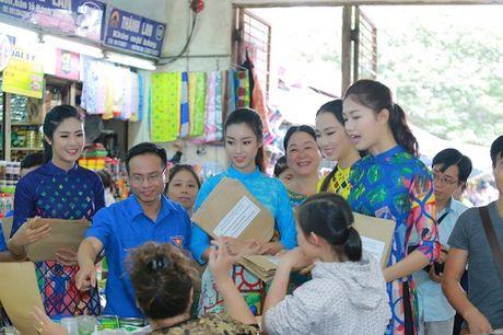 HH Ngoc Han, My Linh ra pho nhay flashmob cuc sung - Anh 13