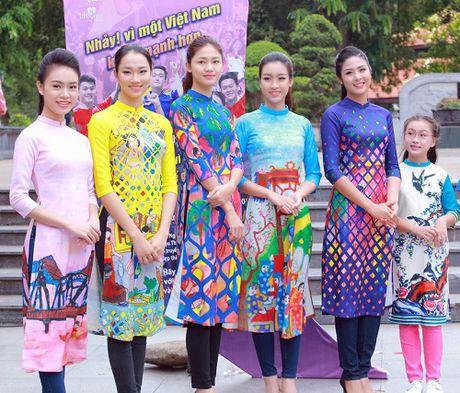HH Ngoc Han, My Linh ra pho nhay flashmob cuc sung - Anh 9