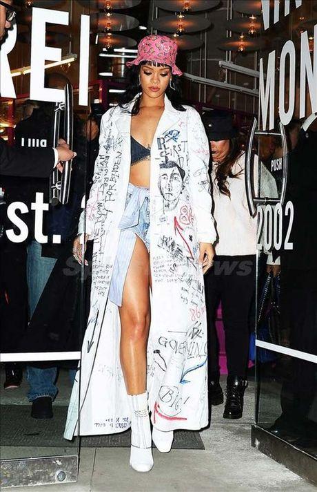 20 bo trang phuc dinh cao cua Rihanna - Anh 10