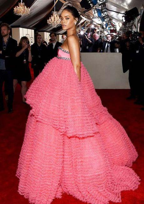 20 bo trang phuc dinh cao cua Rihanna - Anh 11
