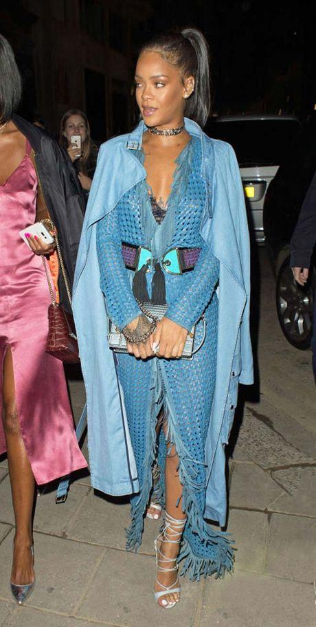 20 bo trang phuc dinh cao cua Rihanna - Anh 13