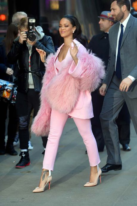 20 bo trang phuc dinh cao cua Rihanna - Anh 14