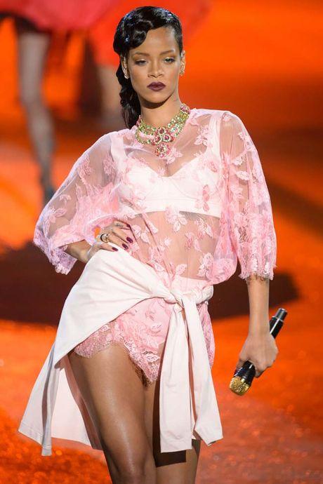20 bo trang phuc dinh cao cua Rihanna - Anh 16