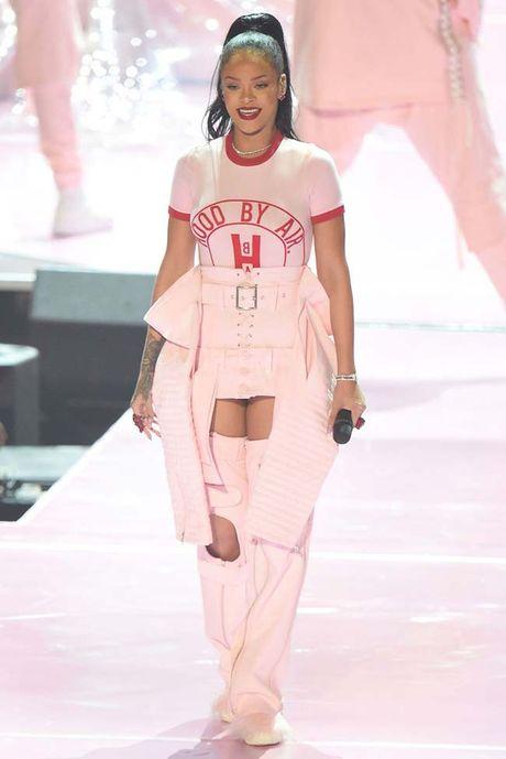 20 bo trang phuc dinh cao cua Rihanna - Anh 17