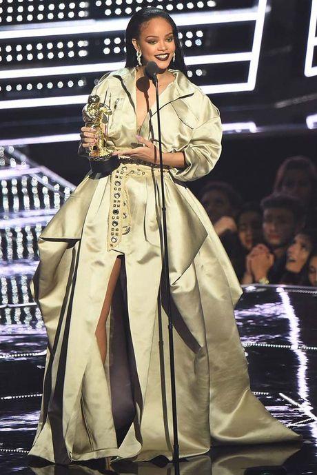20 bo trang phuc dinh cao cua Rihanna - Anh 19