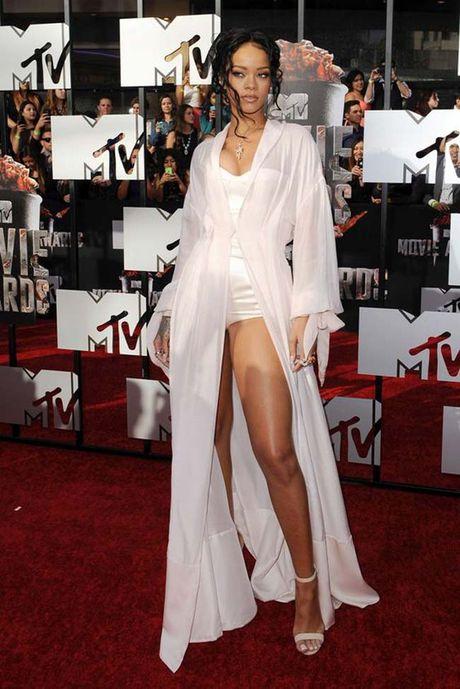 20 bo trang phuc dinh cao cua Rihanna - Anh 8