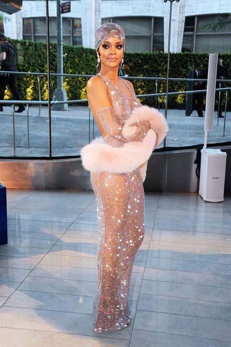 20 bo trang phuc dinh cao cua Rihanna - Anh 9