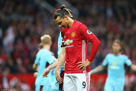 Ander Herrera: 'Ibrahimovic da hoan toan cam lang trong phong thay do' - Anh 1