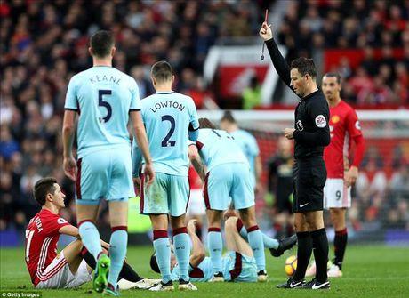 Ander Herrera: 'Ibrahimovic da hoan toan cam lang trong phong thay do' - Anh 2