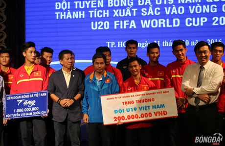 U19 Viet Nam ve nuoc, mung cong, lanh thuong hon 2 ty - Anh 7