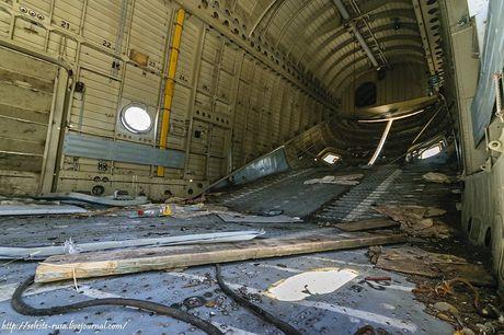 Xot xa dan truc thang khong lo Mi-26 bi vut chong cho - Anh 10