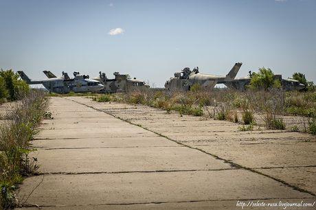 Xot xa dan truc thang khong lo Mi-26 bi vut chong cho - Anh 2