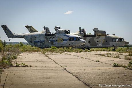Xot xa dan truc thang khong lo Mi-26 bi vut chong cho - Anh 3