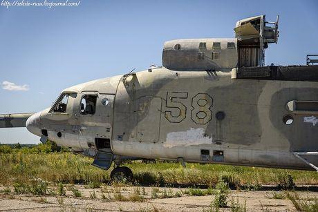 Xot xa dan truc thang khong lo Mi-26 bi vut chong cho - Anh 4