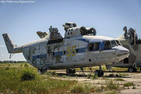 Xot xa dan truc thang khong lo Mi-26 bi vut chong cho - Anh 5
