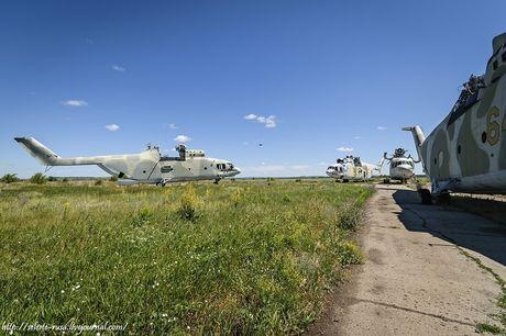 Xot xa dan truc thang khong lo Mi-26 bi vut chong cho - Anh 7